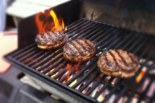 Cheeseburgers_grill_2