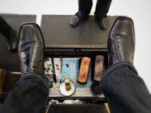 Shoe_shine_shoes